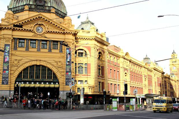 melbourne travel flinders street station building architecture