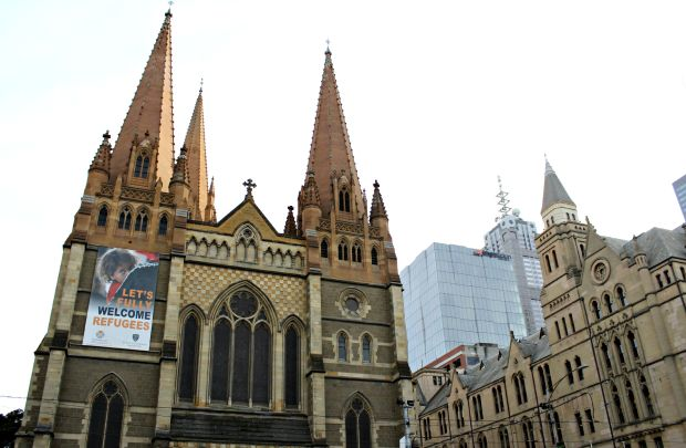 melbourne travel building St Paul's Cathedral