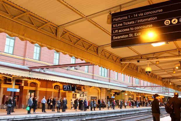 melbourne flinders street train station travel