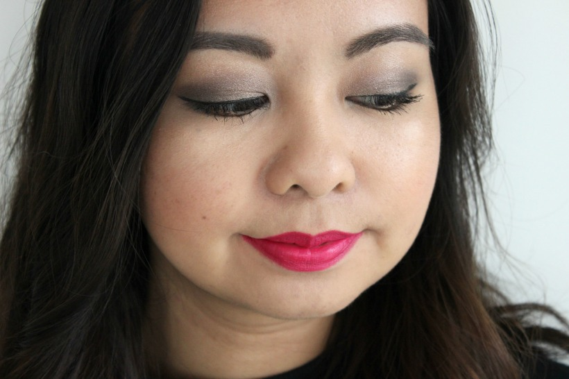 makeup look smokey eye pink lipstick
