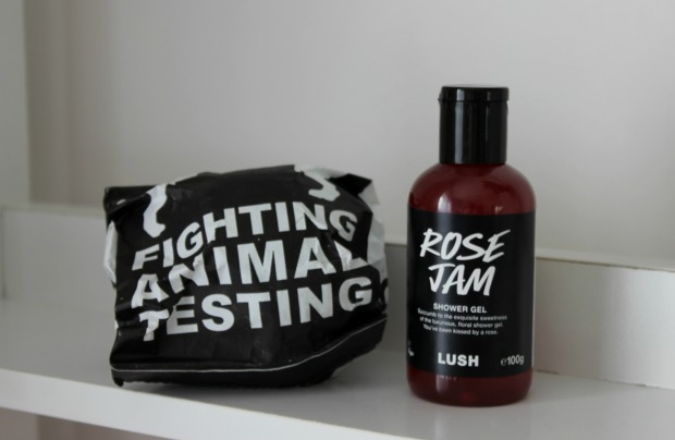 lush bath bomb rose jam shower gel