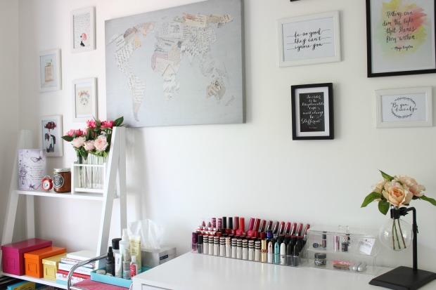 home decor room style shelf flowers wall art