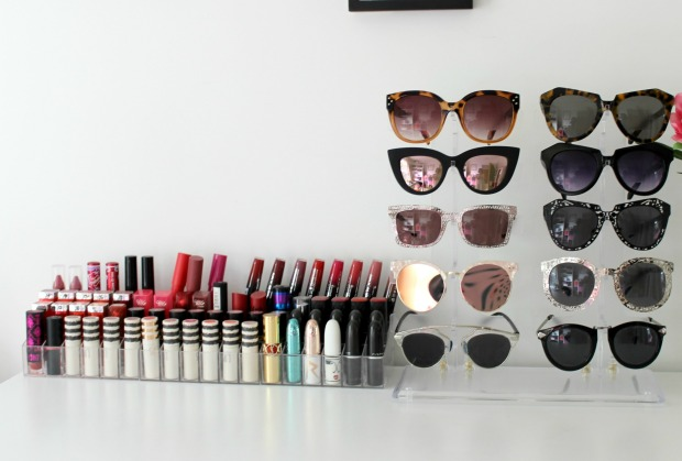 lipstick holders sunglasses display