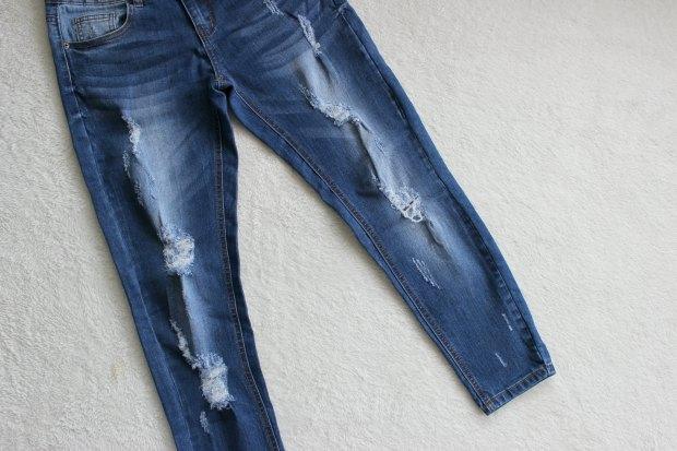 mirrou distressed girlfriend jeans