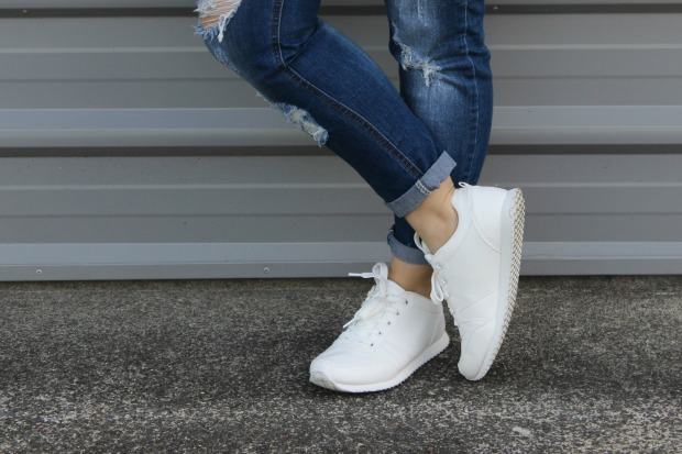 white sneakers girlfriend jeans.jpg