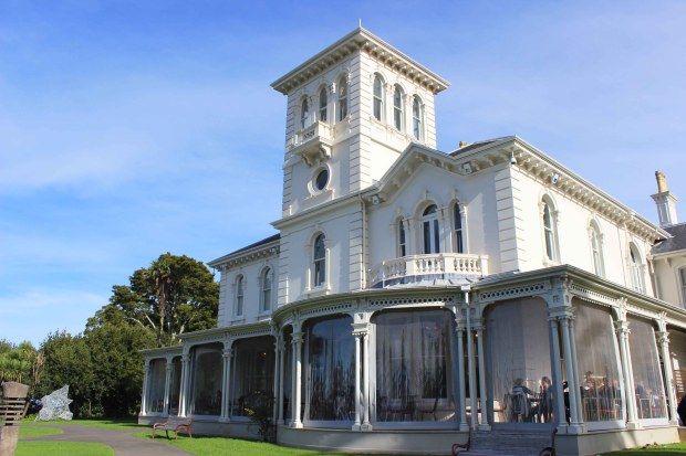 pah homestead building auckland.jpg