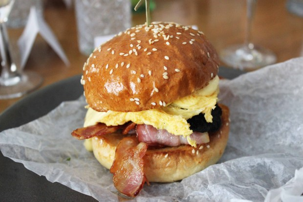 bacon and egg burger.jpg